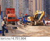Купить «Работа на стройплощадке», фото № 4751904, снято 1 июня 2013 г. (c) Павел Кричевцов / Фотобанк Лори