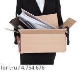 Купить «Бизнесвумен держит картонную коробку с документами», фото № 4754676, снято 17 ноября 2012 г. (c) Андрей Попов / Фотобанк Лори