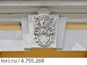 Купить «Пречистенка, дом 32. Элемент декора здания в виде женской головы», эксклюзивное фото № 4755268, снято 18 мая 2013 г. (c) Илюхина Наталья / Фотобанк Лори