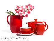 Купить «Красный чайный сервиз и розовые цветы», фото № 4761056, снято 2 июня 2020 г. (c) Marina Appel / Фотобанк Лори