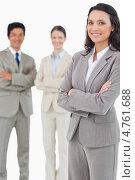 Купить «Радостная молодая предпринимательница стоит на фоне своих коллег», фото № 4761688, снято 8 ноября 2011 г. (c) Wavebreak Media / Фотобанк Лори