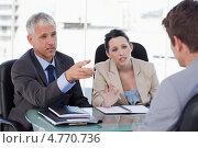 Купить «Менеджеры ведут собеседование с кандидатом на должность», фото № 4770736, снято 10 ноября 2011 г. (c) Wavebreak Media / Фотобанк Лори