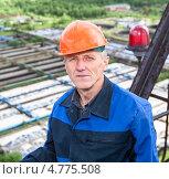 Купить «Портрет пожилого монтажника-высотника на строительной площадке», фото № 4775508, снято 17 июня 2013 г. (c) Кекяляйнен Андрей / Фотобанк Лори