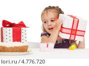 Купить «Счастливая маленькая девочка получает подарки на день рождения», фото № 4776720, снято 11 июля 2010 г. (c) Syda Productions / Фотобанк Лори