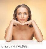 Купить «Красивая молодая женщина с длинными русыми волосами сидит за столом», фото № 4776992, снято 8 декабря 2012 г. (c) Syda Productions / Фотобанк Лори