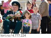 Купить «Дети с ветераном. 9 мая 2013 года», эксклюзивное фото № 4777224, снято 9 мая 2013 г. (c) Михаил Ворожцов / Фотобанк Лори