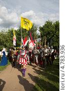 Купить «Фестиваль «Времена и эпохи» в Коломенском», эксклюзивное фото № 4783936, снято 21 июня 2013 г. (c) ФЕДЛОГ / Фотобанк Лори