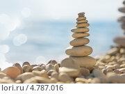 Купить «Пирамидка из камней на солнечном пляже», фото № 4787016, снято 12 июня 2013 г. (c) Типляшина Евгения / Фотобанк Лори