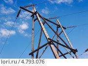 Купить «Деревянная опора ЛЭП», фото № 4793076, снято 23 июня 2013 г. (c) Александр Романов / Фотобанк Лори