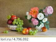 Букет роз и фрукты. Стоковое фото, фотограф Julia Ovchinnikova / Фотобанк Лори