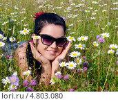 Купить «Девушка в луговых цветах», фото № 4803080, снято 24 июня 2013 г. (c) Александр Басов / Фотобанк Лори