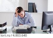 Бизнесмен недоволен документами, фото № 4803640, снято 21 сентября 2011 г. (c) Wavebreak Media / Фотобанк Лори