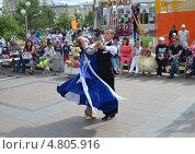 Купить «Выступление танцоров на Цветном бульваре в Тюмени в День молодежи», фото № 4805916, снято 29 июня 2013 г. (c) Землянникова Вероника / Фотобанк Лори