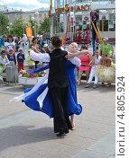 Купить «Выступление танцоров на Цветном бульваре в Тюмени в День молодежи», фото № 4805924, снято 29 июня 2013 г. (c) Землянникова Вероника / Фотобанк Лори
