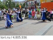 Купить «Выступление танцоров на Цветном бульваре в Тюмени в День молодежи», фото № 4805936, снято 29 июня 2013 г. (c) Землянникова Вероника / Фотобанк Лори