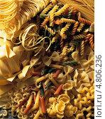 Купить «Разнообразные итальянские макаронные изделия», фото № 4806236, снято 25 апреля 2019 г. (c) Food And Drink Photos / Фотобанк Лори