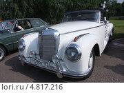 30 июня 2013 года. Царицыно. Гонка старинных автомобилей Bosch Moskau Klassik. Редакционное фото, фотограф виктор антонов / Фотобанк Лори