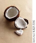 Купить «Две части кокоса», фото № 4821516, снято 22 октября 2018 г. (c) Food And Drink Photos / Фотобанк Лори