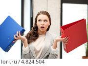 Купить «Занятая деловая женщина с папками в руках», фото № 4824504, снято 16 июля 2011 г. (c) Syda Productions / Фотобанк Лори