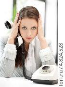 Купить «Уставшая деловая женщина за работой в офисе», фото № 4824528, снято 16 июля 2011 г. (c) Syda Productions / Фотобанк Лори