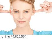 Купить «Эмоциональная девушка затыкает уши руками», фото № 4825564, снято 12 декабря 2009 г. (c) Syda Productions / Фотобанк Лори