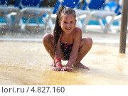 Девочка в брызгах. Стоковое фото, фотограф Емельянова Карина / Фотобанк Лори