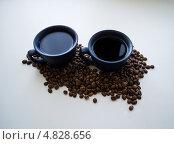 2 чашки кофе и кофейные зёрна. Стоковое фото, фотограф Сергей Катилов / Фотобанк Лори