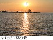 Купить «Краны в порту на фоне заката», фото № 4830940, снято 21 мая 2013 г. (c) Иван Тимофеев / Фотобанк Лори