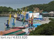 Купить «Порт, город Петропавловск-Камчатский», фото № 4833820, снято 8 июля 2013 г. (c) А. А. Пирагис / Фотобанк Лори