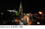 Купить «Перекрёсток на Кремлёвской набережной ночью», эксклюзивный видеоролик № 4835148, снято 9 июля 2013 г. (c) Алёшина Оксана / Фотобанк Лори