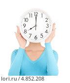 Купить «Молодая женщина с круглыми белыми часами», фото № 4852208, снято 12 декабря 2009 г. (c) Syda Productions / Фотобанк Лори