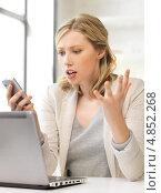 Купить «Расстроенная офисная сотрудница с недоумением смотрит на телефон», фото № 4852268, снято 17 июня 2012 г. (c) Syda Productions / Фотобанк Лори
