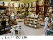 Купить «В сувенирной лавке (магазине) на острове Крит. Греция», фото № 4853936, снято 23 июня 2013 г. (c) Федор Королевский / Фотобанк Лори