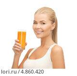 Купить «Счастливая стройная девушка с апельсиновым соком в стакане», фото № 4860420, снято 23 марта 2013 г. (c) Syda Productions / Фотобанк Лори