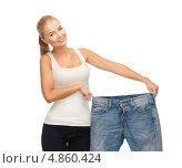 Купить «Стройная девушка с широкими джинсами показывает, как сильно она похудела», фото № 4860424, снято 23 марта 2013 г. (c) Syda Productions / Фотобанк Лори