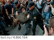 Купить «Задержание активистов. Народный сход в поддержку Алексея Навального в Санкт-Петербурге», эксклюзивное фото № 4866164, снято 18 июля 2013 г. (c) Ольга Визави / Фотобанк Лори