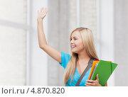 Купить «Красивая студентка с папками улыбается и стоит у окна», фото № 4870820, снято 30 марта 2013 г. (c) Syda Productions / Фотобанк Лори