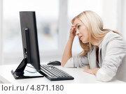 Купить «Уставшая деловая женщина работает в кабинете», фото № 4871180, снято 30 марта 2013 г. (c) Syda Productions / Фотобанк Лори