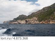Купить «Скалистый морской берег в непогоду, Майорка», фото № 4873368, снято 29 мая 2013 г. (c) Анастасия Богатова / Фотобанк Лори