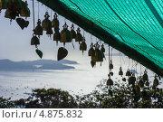 Купить «Традиционные колокольчики в Буддийском храме, Таиланд», фото № 4875832, снято 14 февраля 2013 г. (c) Олег Жуков / Фотобанк Лори
