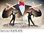 Купить «Бизнесмены-марионетки танцуют в ловких руках кукловода», фото № 4876476, снято 11 мая 2012 г. (c) Sergey Nivens / Фотобанк Лори