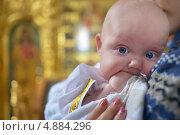 Купить «Младенец на руках у мамы в церкви», фото № 4884296, снято 21 июля 2013 г. (c) Знаменский Олег / Фотобанк Лори