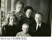 Купить «Советская семья (1948)», эксклюзивное фото № 4888832, снято 26 февраля 2020 г. (c) Михаил Ворожцов / Фотобанк Лори