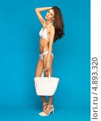 Купить «Красивая стройная девушка в белом бикини», фото № 4893320, снято 12 мая 2013 г. (c) Syda Productions / Фотобанк Лори