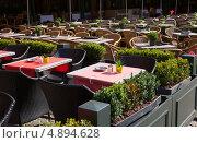 Купить «Столики открытого кафе в Брюгге, Бельгия», фото № 4894628, снято 30 июня 2013 г. (c) Юлия Кузнецова / Фотобанк Лори