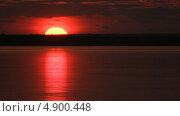 Купить «Красивый закат на реке», видеоролик № 4900448, снято 24 июля 2013 г. (c) Юрий Пономарёв / Фотобанк Лори