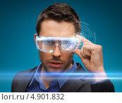 Купить «Молодой человек в футуристической одежде с светящимися очками», фото № 4901832, снято 17 ноября 2012 г. (c) Syda Productions / Фотобанк Лори