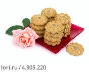 Купить «Печенье и роза», фото № 4905220, снято 21 июля 2013 г. (c) Елена Силкова / Фотобанк Лори