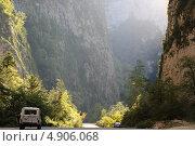Абхазия, Юпшарское ущелье, 400 метров (2012 год). Редакционное фото, фотограф Анна Самохина / Фотобанк Лори