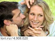 Купить «Мужчина рассматривает лицо улыбающейся подруги», фото № 4908020, снято 18 мая 2010 г. (c) Phovoir Images / Фотобанк Лори